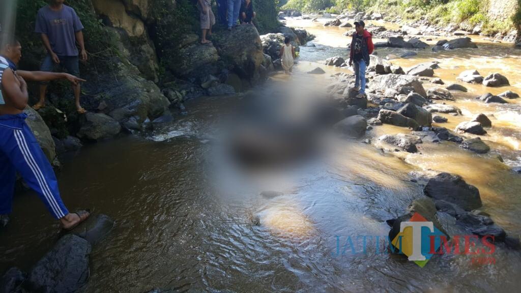 Di Kali Menjangan inilah mayat tanpa identitas ditemukan tanpa busana (Foto : Moch. R. Abdul Fatah / Jatim TIMES)