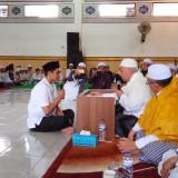 Di hadapan Ulama dan Ribuan Santri, Pemuda Ini Ikrar Masuk Islam di Ponpes Bahrul Maghfiroh