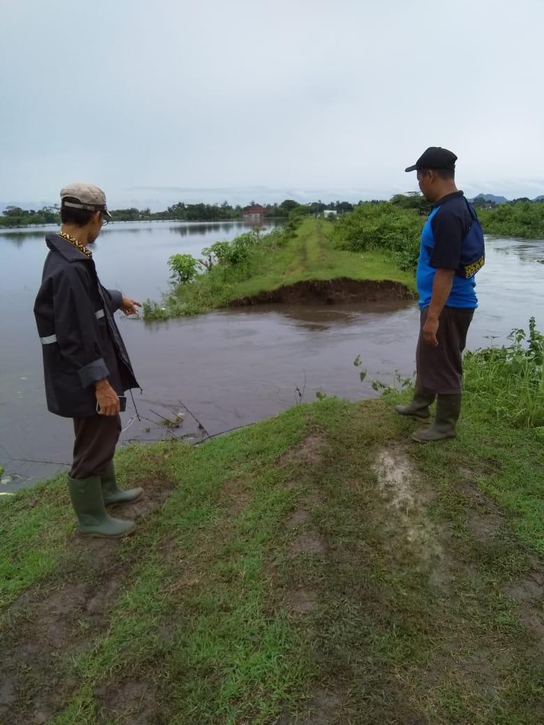 Tanggul Sungai Bengawan yang jebol beberapa waktu lalu hingga akibatkan banjir di Desa Warung Kecamatan Boyolangu (istimewa)