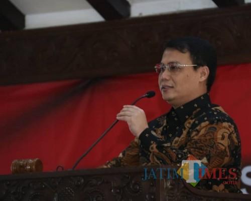 Ahmad Basarah Wakil Ketua MPR RI saat menyampaikan materi 4 pilar di Pendapa Agung Kabupaten Malang (Nana)
