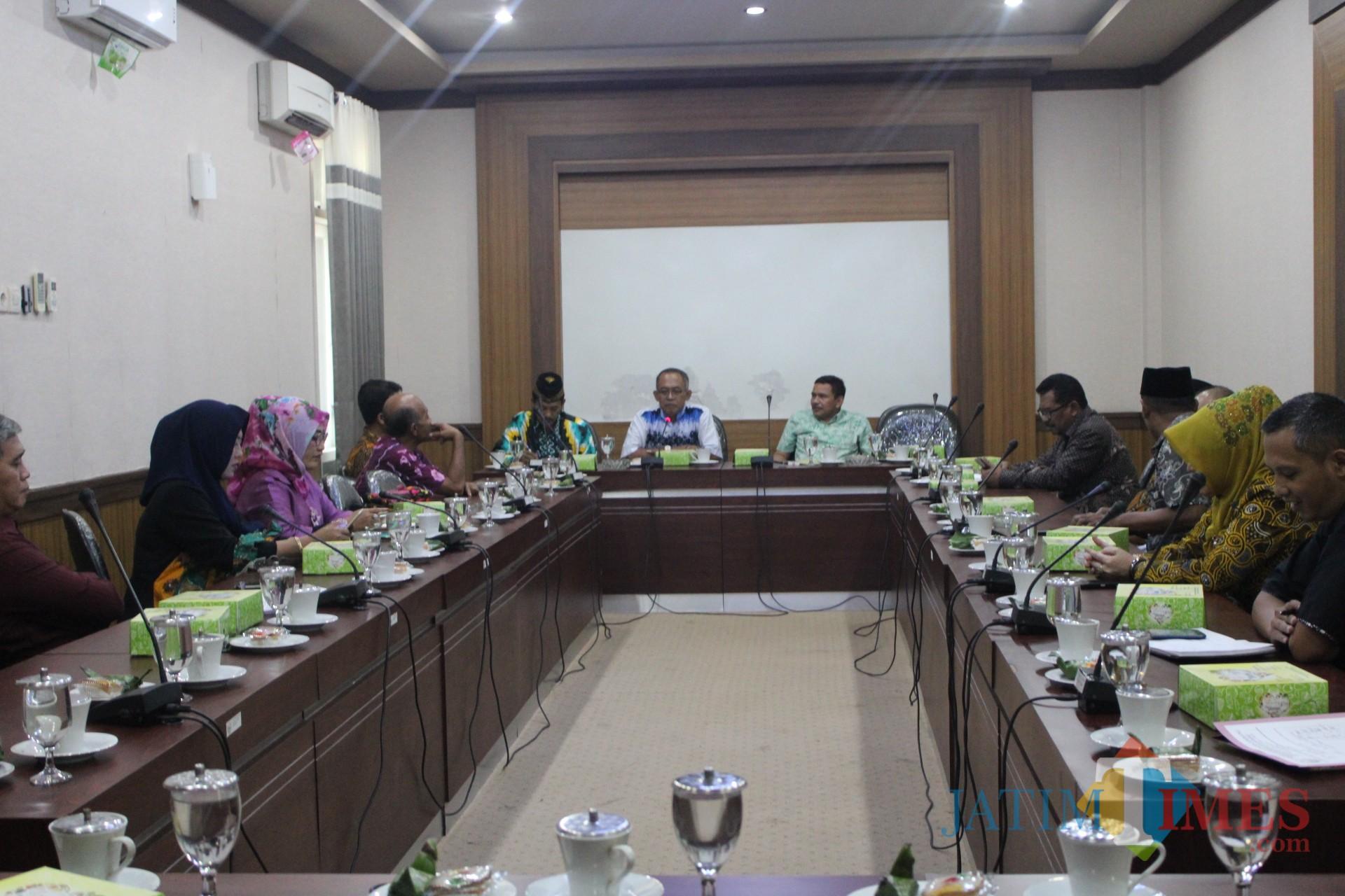Pertemuan DPRD Kabupaten Jombang dengan DPRD Kota Mojokerto dan DPRD Kabupaten Magelang di ruang rapat Banggar DPRD Jombang. (Foto : Adi Rosul / JombangTIMES)