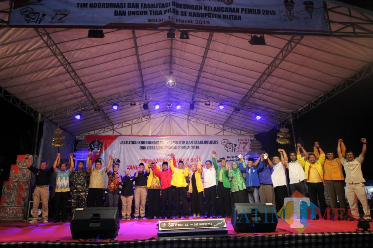 Deklarasi damai pemilu serentak oleh Forkopimda dan caleg Kabupaten Blitar.