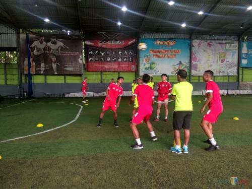 Pemain Arema FC ketika melakukan latihan (Hendra Saputra)