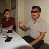 Kuasa hukum nasabah KMP Abdul Wahab saat rilis rencana melaporkaan pengurus KMP ke Polresta   (Agus Salam/Jatim TIMES)