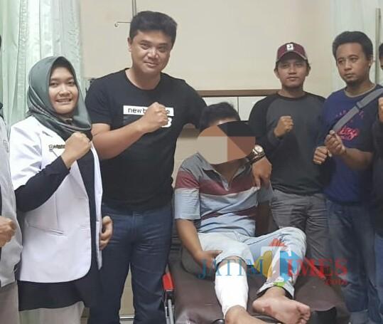 Tersangka sesaat setelah ditangkap dan di hadiahi timah panas kakinya / Foto : Dokpol / Tulungagung TIMES