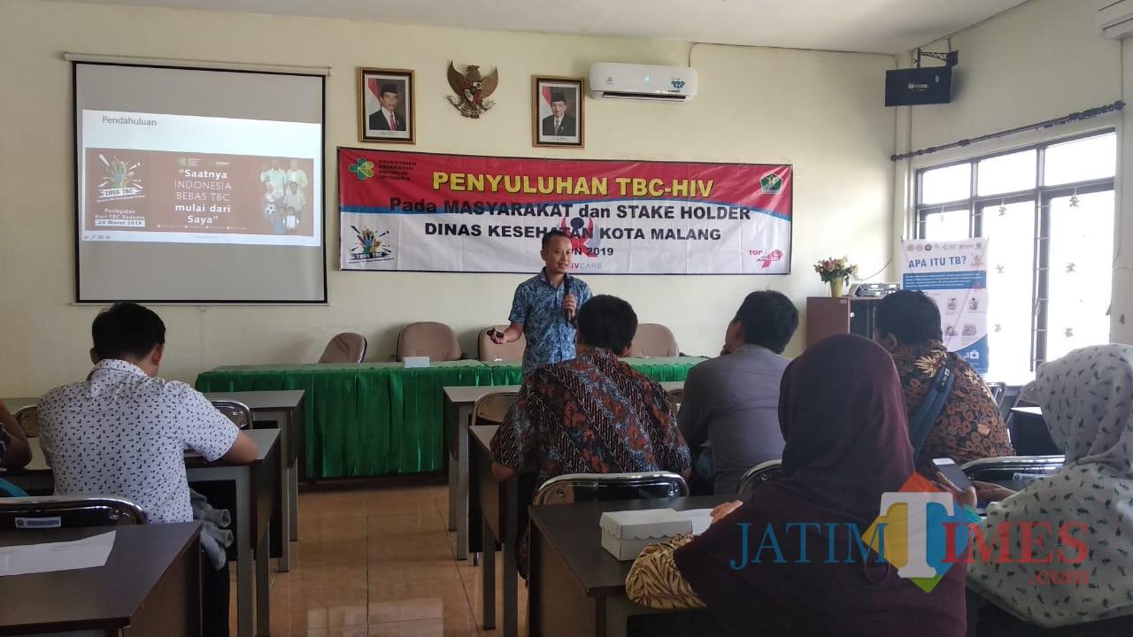 Suasana sosialisasi penyakit TB-HIV yang rentan menyebar di kalangan remaja, di aula Dinkes Kota Malang. (Foto: Dokumen MalangTIMES)