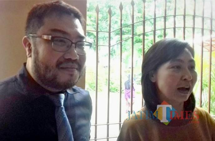 Trisulowati alias Chinchin didampingi kuasa hukumnya Ronald Tallaway SH, MH