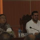Menteri PPN Ketua Bappenas Bambang Brodjonegoro (Mengenakan Batik) bersama Wali Kota Probolinggo Hadi Zainal Abidin  (Agus Salam/Jatim TIMES)