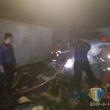 Damkar Satpol PP saat Padamkan api di pasar Bendilwungu (Foto : Joko / TulungagungTIMES)