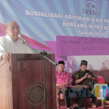 Anggota Komisi IX DPR RI Ir Budi Yuwono saat memberikan paparan dalam sosialisasi KKBPK di Desa Kandangan.(Foto : Aunur Rofiq/BlitarTIMES)