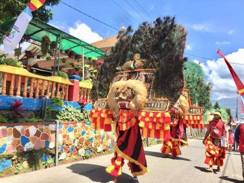 Penampilan repg ponorogo di Karnaval Budaya Desa Sumbergondo, Kecamatan Bumiaji, Sabtu (16/3/2019). (Foto: Irsya Richa/MalangTIMES)