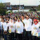 Di Suramadu, Gubernur Khofifah Ingatkan Perempuan Waspada Pelecehan di Jalan