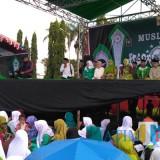 Caption Acara Harlah Muslimat NU cabang Kencong yang digelar di alun alun Puger Jember