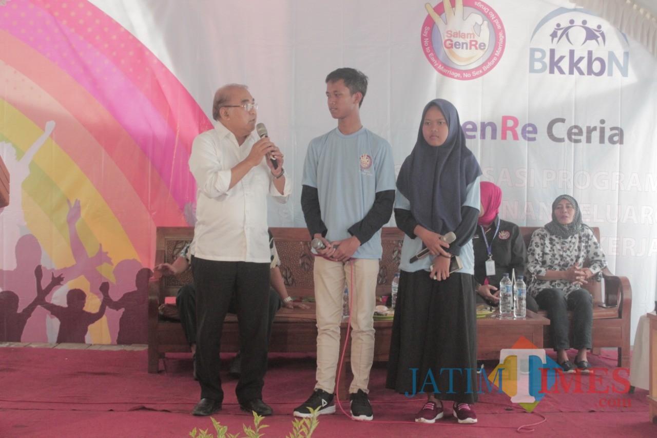Ir Budi Yuwono saat memberikan sambutan sosialisasi Genre di Desa Sumberkembar, Binangun.(Foto : Aunur Rofiq/BlitarTIMES)