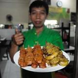 Sate komoh, menu khas Warung Lama Haji Ridwan.