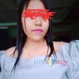 Maratania Ika Jayanti alias Nia, saat mediasi di kantor Desa Sumbermulyo Kecamatan Pesanggaran