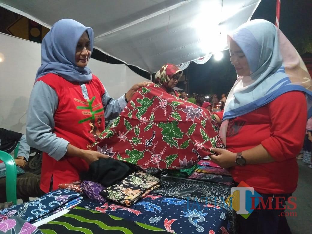 Salah satu stand bazar UMKM di Jalan  Kenanga Kota Blitar