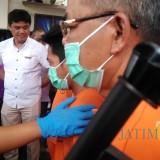Wakapolres Tulungagung,  Kompol Andik Gunawan saat menasehati pelaku perjudian (foto: Joko Pramono/Jatimtimes)