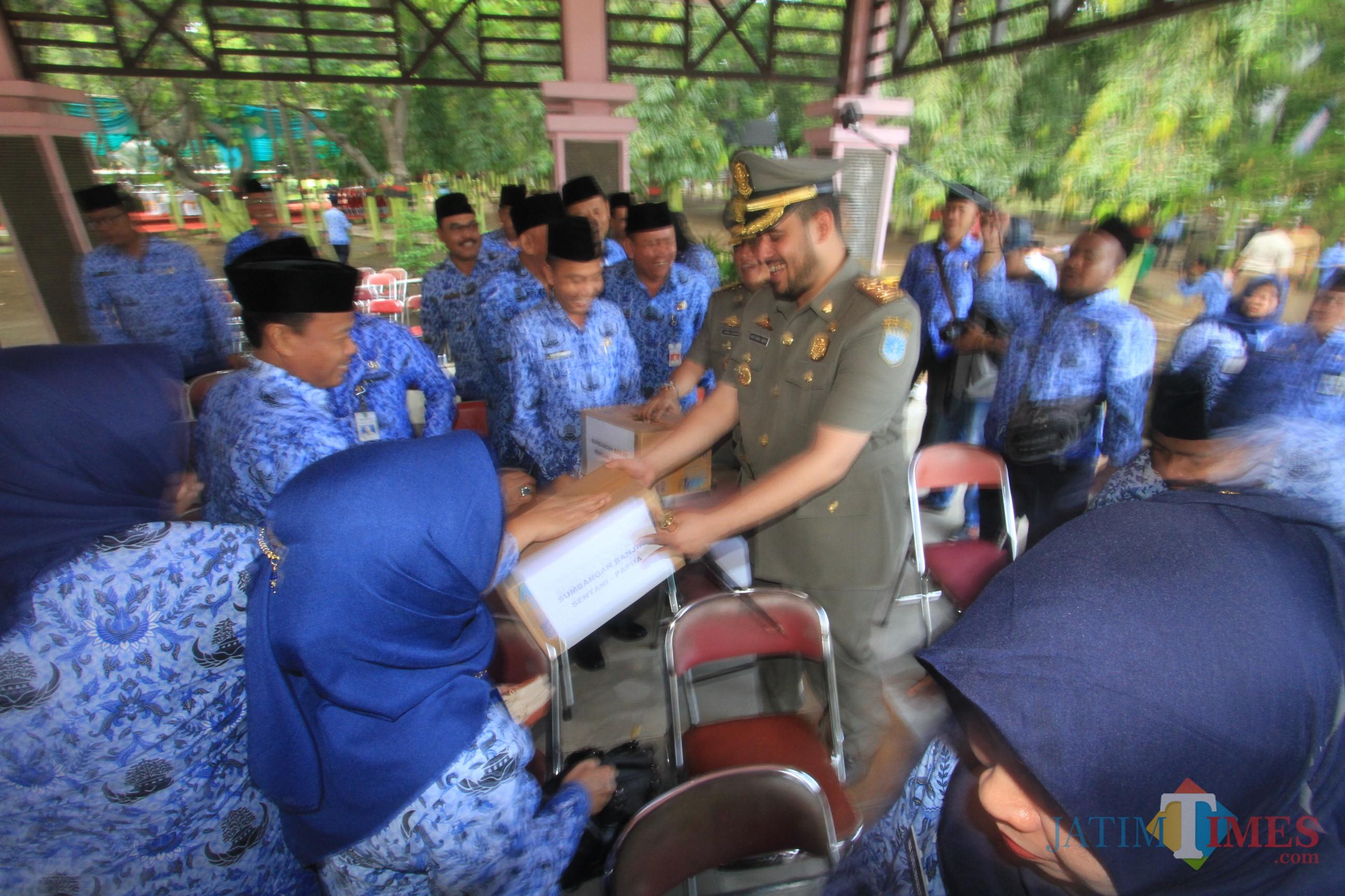 Wali kota Hadi Zainal Abidin berkeliling meminta sumbangan untuk Korban Sentani, Papua (Agus Salam/Jatim TIMES)
