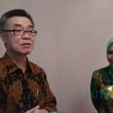 Konsul Jenderal Jepang Tani Masaki saat diwawancarai wartawan bersama Bupati Jember dr H Faida MMR.