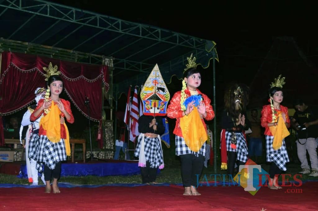 Penampilan penari cilik di Festival Pitu Welas.(Foto : Team BlitarTIMES)