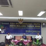 Kepala Barenlitbang Kota Malang, Erik Setyo Santoso (berdiri) saat membuka kegiatan Pra Musrenbang RKPD Kota Malang Tahun 2020 di Hotel Savana (Pipit Anggraeni/MalangTIMES).