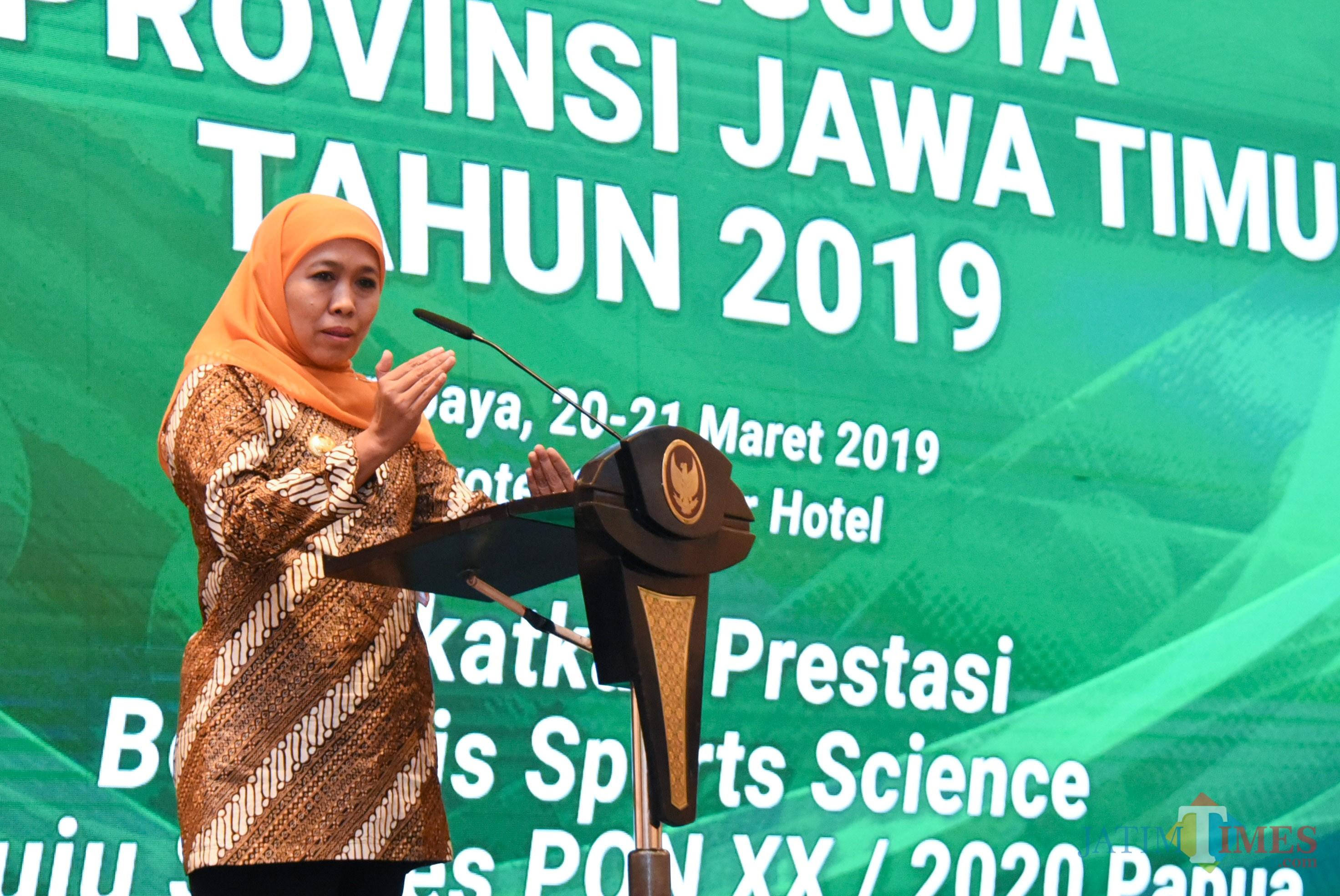 Gubernur Jatim saat membuka Rapat Anggota KONI Provinsi Jawa Timur Tahun 2019 di Hotel Novotel Samator, Surabaya, Rabu (20/03).