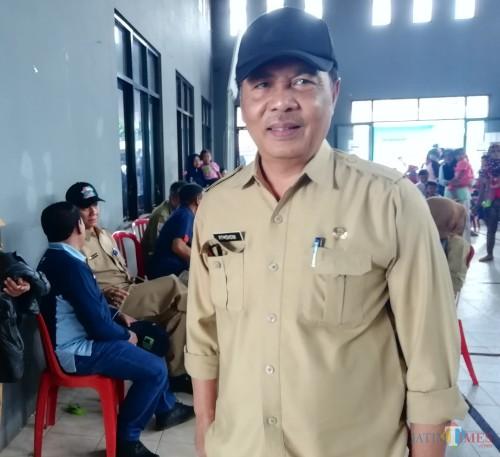 Kepala DPUBM Kabupaten Malang Romdhoni angkat bicara terkait masalah jalan rusak yang dikeluhkan warga (foto: Nana/ MalangTIMES)