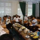 Suasana pertemuan Bupati Jombang dengan rombongan tim UNICEF Indonesia di Pendopo Kabupaten Jombang. (Foto : Dokumentasi Humas Pemkab Jombang)
