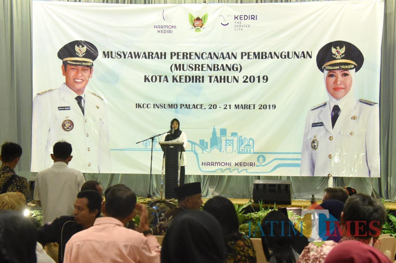 Wakil Walik Kta Kediri Lilik Muhibbah saat memberikan sambutan dalam acara musrenbang. (eko Arif s /JatimTimes)