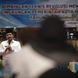 Wali Kota Malang Sutiaji saat menutup kegiatan Bimtek Revolusi Mental di Hotel Aria Gajayana. (Foto: Humas Pemkot Malang for MalangTIMES)