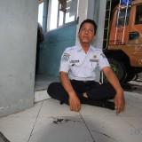 Ahmad saat berada di tempat parkir kendaraan truck di Mayangan (Agus Salam/Jatim TIMES)