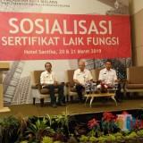 DPUPR Kota Malang saat melakukan sosialisasi SLF. (Anggara Sudiongko/MalangTIMES)