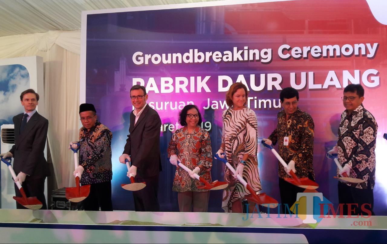 Groundbreaking ceremony pabrik daur ulang plastik.