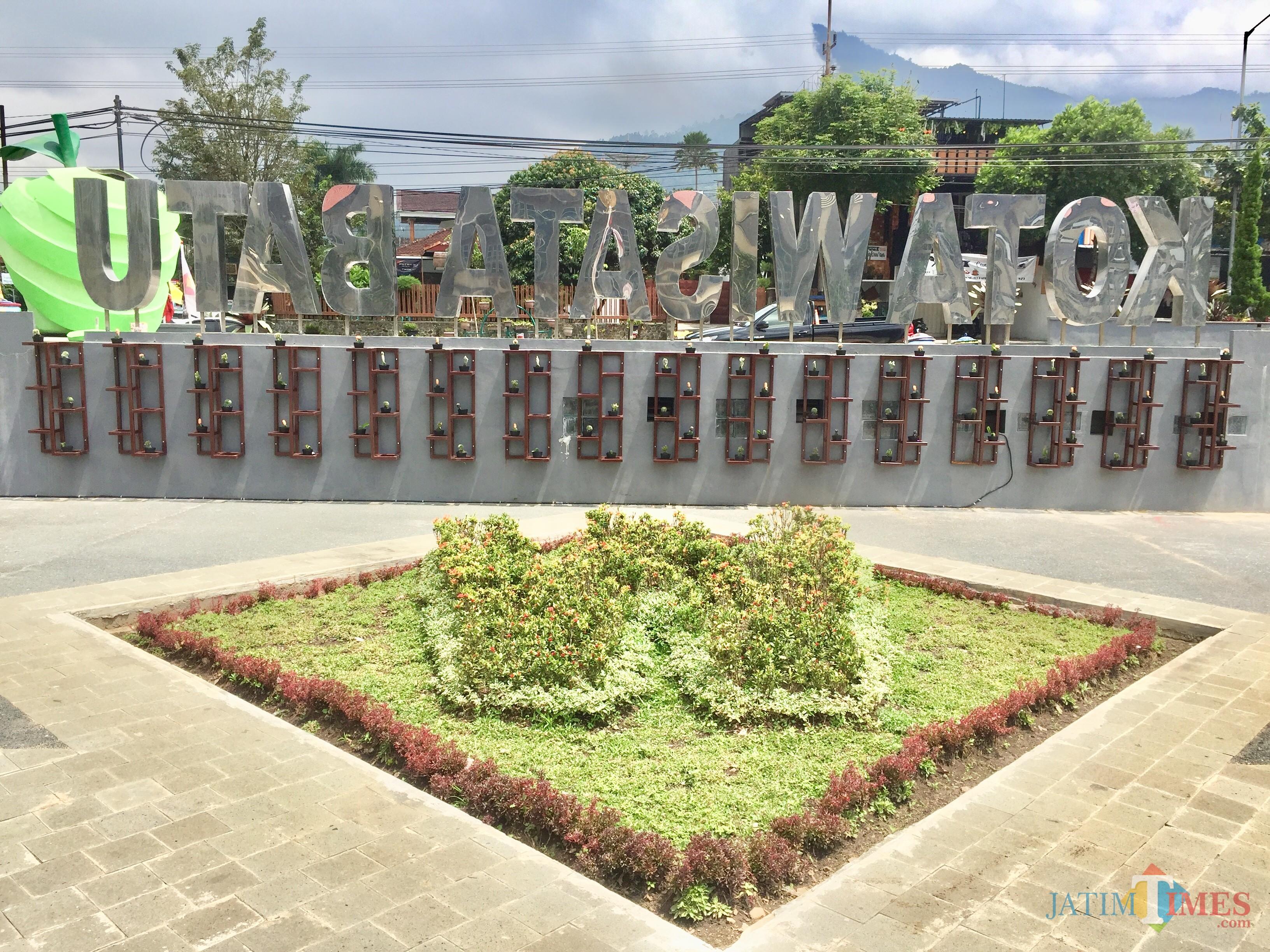 Puluhan kaktus di di Taman Balai Kota Among Tani. (Foto: Irsya Richa/MalangTIMES)