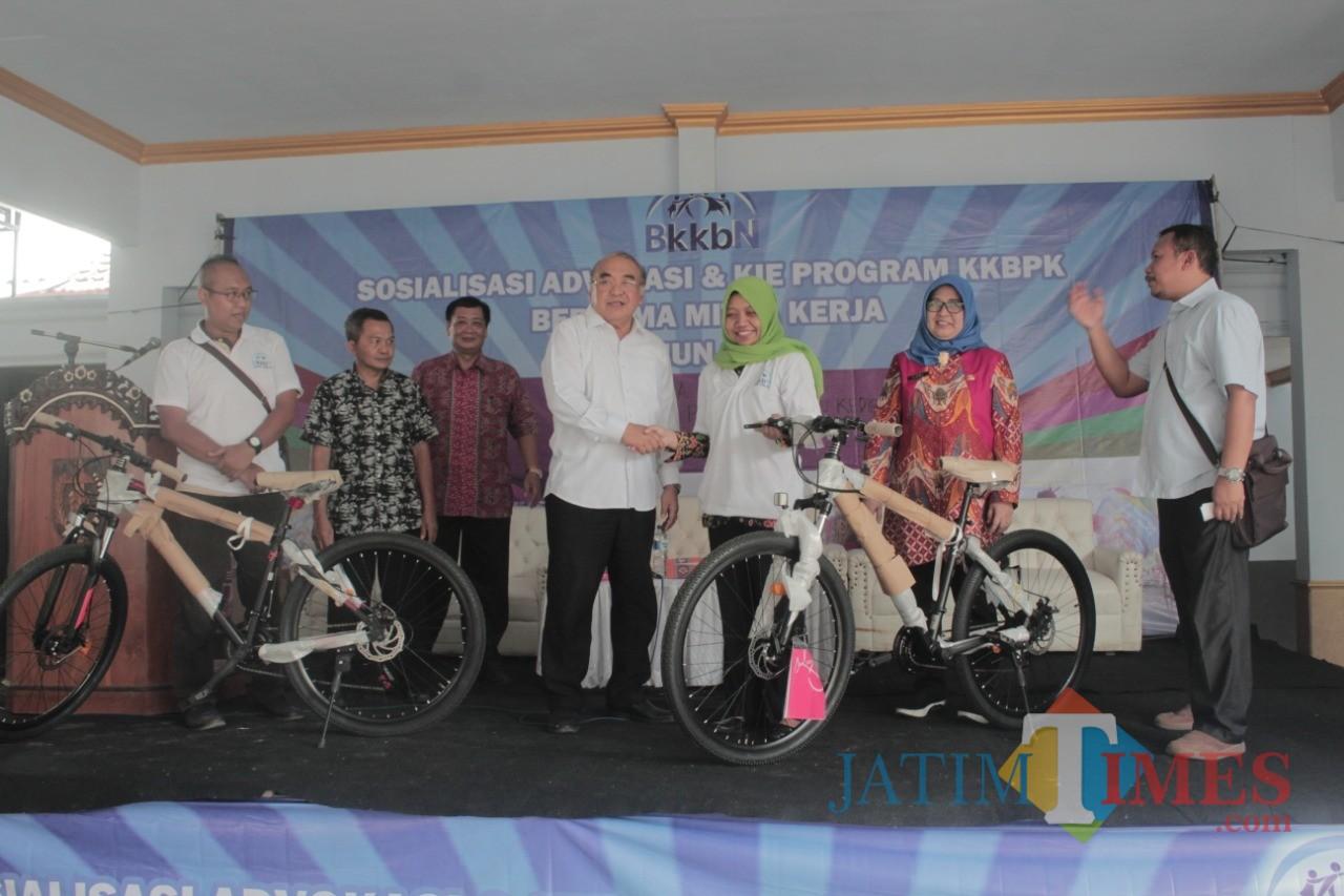Sosialisasi KKBPK di Desa Bulupasar Kab Kediri berlangsung meriah.(Foto : Team BlitarTIMES)