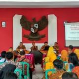 Rakor petugas desa dan kecamatan yang digelar Dispendukcapil di  Kecamatan Garum.(Foto : Team BlitarTIMES)