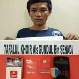 Tafalul Khoir alias Gundul tersangka beserta barang bukti sabu saat diamankan polisi, Kabupaten Malang (Foto : Humas Polres Malang for MalangTIMES)