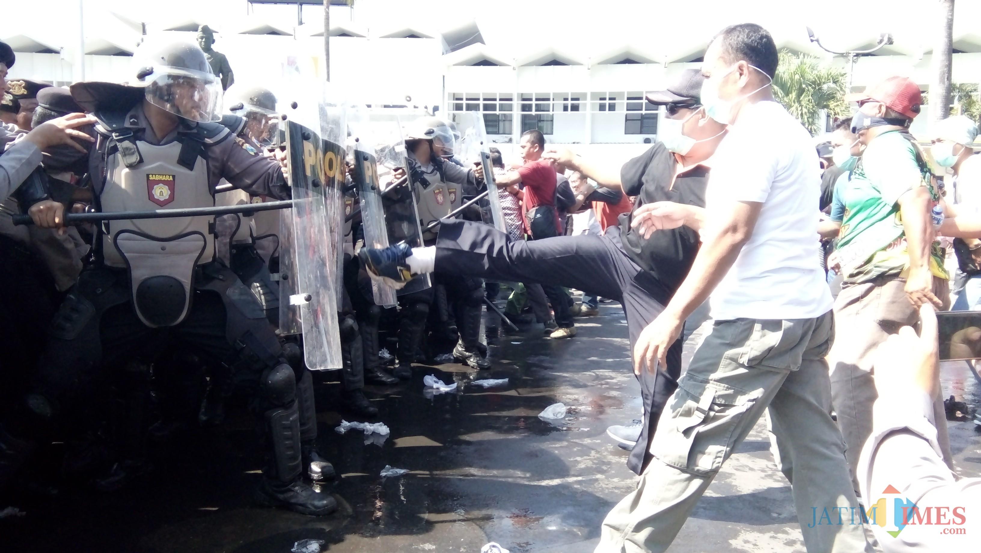 Simulasi Sispamkota pada saat gelar Apel Pasukan di Alun- alun Jember (foto:Moh. Ali Makrus / JatimTIMES)