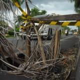 Salah satu drainase yang ramp besi penutupnya hilang dan diberikan penanda dengan menggunakan garis pembatas (foto: Luqmanul Hakim/ MalangTIMES)