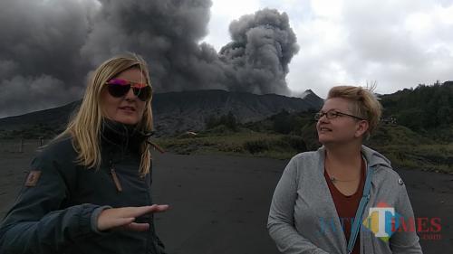 Wisatawan Polandia Sebut Gunung Bromo Justru Lebih Indah
