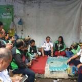 Dirjen Perhubungan Budi Setiadi berdialog dengan Driver Ojol di Blitar.(Foto : Team BlitarTIMES)