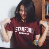 Maudy Ayunda saat mengenakan kaos Stanford University yang diunggah dalam instagramnya. (Foto: instagram @maudyayunda)