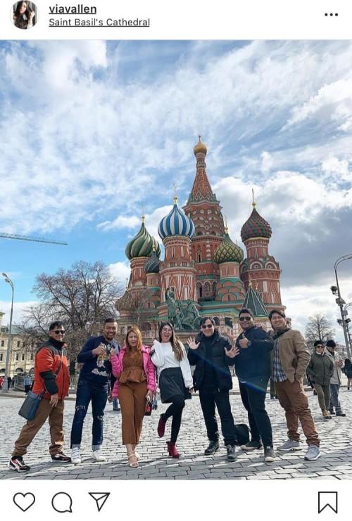 Raih-Penghargaan-dan-Bawa-Dangdut-ke-Luar-Negeri-Ini-Potret-Via-Vallen-di-Rusia2a5a121d0f1a5a059.jpg