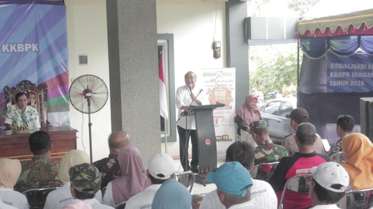 Anggota Komisi IX DPR RI Ir Budi Yuwono memberikan sambutan di Sosialisasi KKBPK di Desa Sambitan.(Foto : Team BlitarTIMES)
