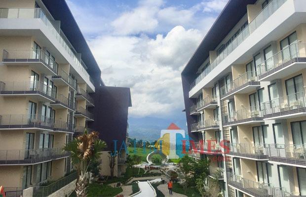 Salah satu hotel terbaru di Kota Batu. Dari sana akan terlihat dengan gamblang pemandangan Gunung Panderman dan Arjuna. (Foto: Irsya Richa/BatuTIMES)