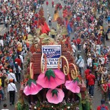 PT GG saat mengikuti Surabaya Vaganza. (eko Arif s /JatimTimes)
