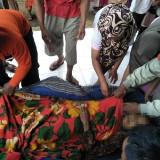 Petugas gabungan beserta warga sesaat setelah mengevakuasi dan berupaya memberikan pertolongan pertama terhadap korban yang ditemukan di dasar sumur tua di Tajinan. (Foto : PMI Kabupaten Malang for MalangTIMES)