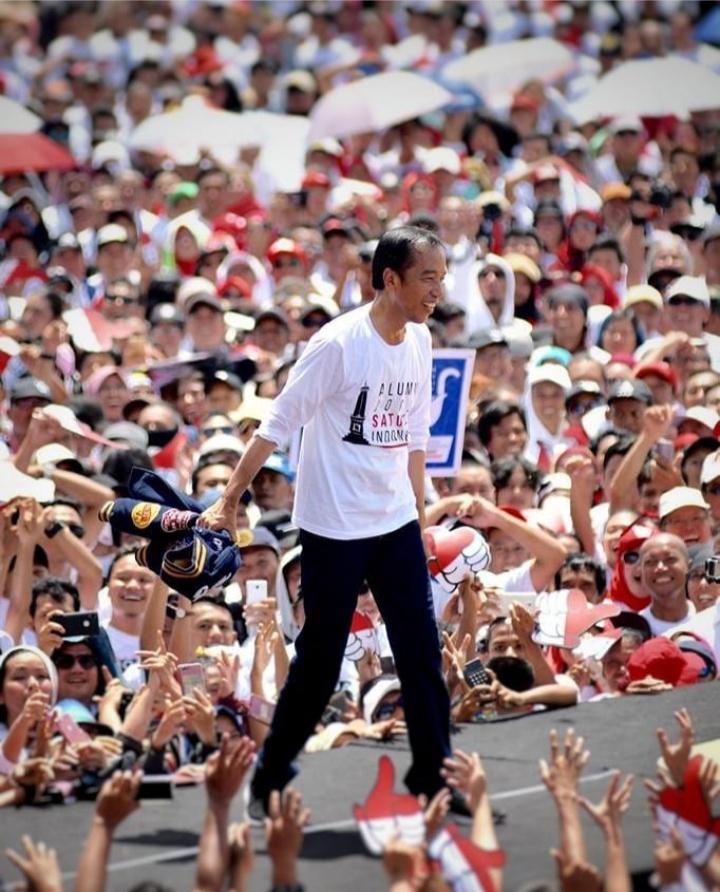 Presiden Joko Widodo (@Jokowi)