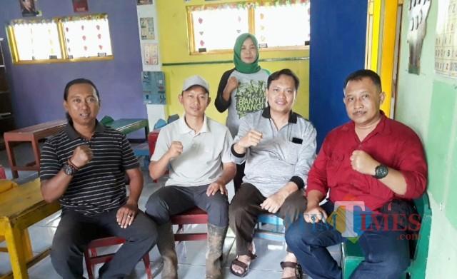 Astan Bendokerep Dedi Krisnanto (bertopi) dan Kepala TK Widowati bersama pengurus DPC BPAN LAI Banyuwangi